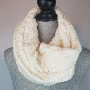 ❤ 3/$25 Gap Chunky Knit Scarf